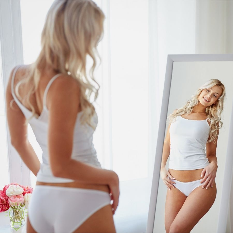 femme blonde en culotte mince apres son regime